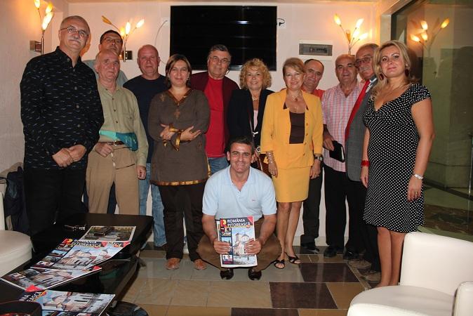 Împreună cu președintele Uniunii Ziariștilor Profesioniști din Albania, domnul Aleksander Cipași şi cu poetul Sinan Kerpaci.