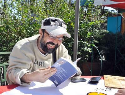 Aici pare interesat de cartea mea, Din Cluj se vede altfel...Aștept să o și citească, vedem noi după...