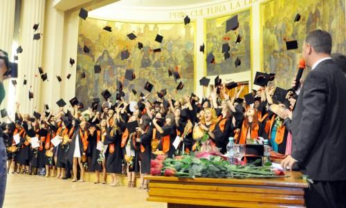 Secunda în care au devenit, din studenți, absolvenți. Foto: Tiberiu Matei