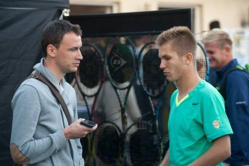 Dan Dracea alături de Ciorcilă, după meciul de azi. în spate, antrenorul lui Patrick, Bogdan Nițescu