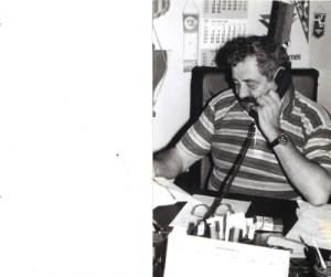 Neluță, la biroul său de la clubul U Cluj.  Foto din arhiva personală a jurnalistului Tibi Fărcaș
