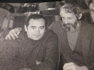 Puiu Banu și Octavian Dohotaru (poate cel mai bun regizor pe care l-a avut TVR Cluj), punînd la cale, probabil, o filmare cu noi, cei ce jucam fotbal la sală