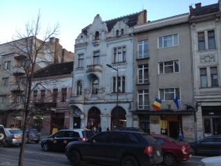Clădirea albastră (chiar și așa, dărăpănată), are un farmec aparte