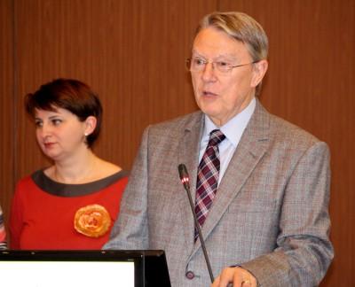 Profesorul Nicolae Hâncu, alături de una dintre colaboratoarele sale, dr. Anca Crăciun.  Foto: Radu Beligăr