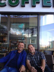 Adi Bîlc, unul din prietenii mei vechi, fericit și el că putem vorbi despre Sinuța