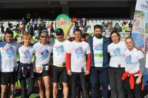 Voicu Oprean (în centrul imaginii, cu șepcuță), organizator-sponsor-participant la maraton. În fotografie: Bogdan Marișca, Mihaela Andoni, Tudor Șofron, Voicu Oprean, Dan Pop, Adrian Hădean, Daniela Secară, Corina Căprioriu.