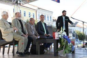 De la stinga la dreapta, pe fotolii, Teodor Mateescu, Ion Muresan si Ionel Banu, cei care au vorbit la lansarea cartii mele, Supercampionii Clujului.