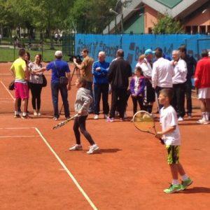 Briana Szabo și Dragoș Litan, tineri jucători de tenis.