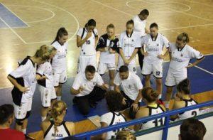 """Milan Medvedj (jos, în dreapta), directorul sportiv al Universității, cel căruia ar trebui să i se dea rolul de """"solist"""" la echipă."""