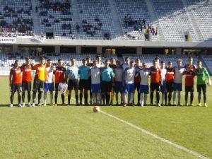 Cele două echipe, poza de grup. Foto: Stefan Martinescu