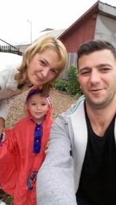 Cu sotia și copilul.