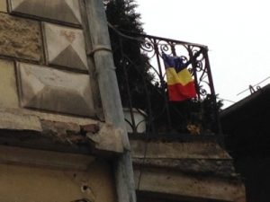 O casă de pe strada Andrei Șaguna, cu tricolorul la vedere