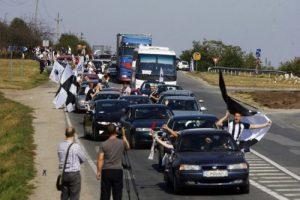 Suporterii lui U în drum spre Alba Iulia.  Foto: Călin Ilea.