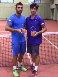 Vasile Antonescu (stînga) și Alex Jecan, cu șanse la titlul de dublu de la Pitești