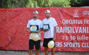 Cei doi finaliști: Nicolae Frunză (stinga) și Andrei Ștefan Apostol. Foto: Mona Budișan