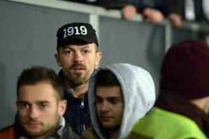 Branko, pe post de suporter la un meci de fotbal al Universității Cluj foto: arhiva Branko Cuic.