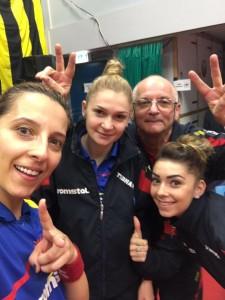 Samara, Dodean, Szocs și antrenorul Filimon, fericiti dupa victorie. Foto: federatiaromanadetenis