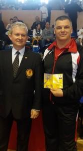 Președintele federației internaționale de karate, Liviu Crișan (stînga) și anternorul emerit Dragoș Cociașu (dreapta)