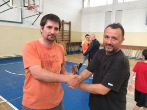 Radu, primind titlul de MVP