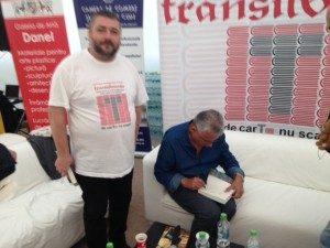 Vasile George Dâncu, alături de Dorin Tudoran (aflat la o sesiune de autografe)