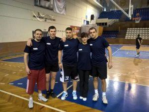 Cei cinci: Miclăuș, Vlad, Silviu, Raimonda și Rus.