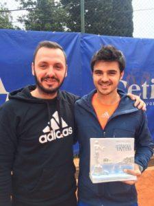 Dragoș Dima, alături de antrenorul Mihai Miron (stînga)