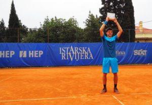 Dragoș Dima, alături de antrenorul său, Mihai Miron (stinga)