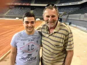 Domnul Malek, alături de Florin Tudor (reprezentant al staff-ului Federației Române de Tenis)