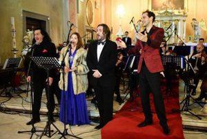 Alexandru Mânzat (primul din stînga), aici în calitate de solist la Concertul de Crăciun din 1015, la Baia Mare